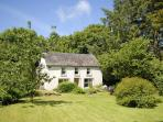 Rural retreat Pembrokeshire holiday home with gardens - pets welcome