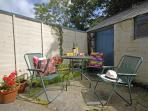 Coastal cottage Newport Pembrokeshire - enclosed private patio