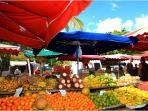 Marché de Sainte-anne (Bourg)/ Local Market in Sainte-Anne