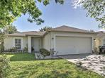 Spacious 3BR Orlando House w/Wifi, Private Screened Porch & Lush Landscaping - Just 30 Minutes from Disney/Universal Studios! Close to Lakes, Shopping, Beaches & More!