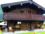 Magnifique chalet tout en bois sculpté. Beautiful chalet  + hand carved wood + beautiful garden