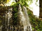 Cascade at Quinta de la Fuente del Berro, 3 minutes walk. [By Cillas - Own work, GFDL]