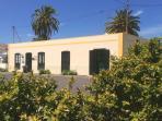 La Finca Uga® Casa Rural Emblemática, ejemplo de arquitectura autóctona, 100 años, frente al parque.