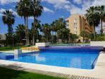 jardines y piscina del complejo