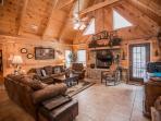 Luxury Log Home 3BR/2Bath  W/Hottub