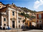 authentic Italian villages .. unspoilt without the crowds!