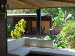 Salon de jardin sous la varangue...