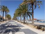 Beach promenade 7km is 10 mins walk from the house. Many bars and restaurants along the beach.