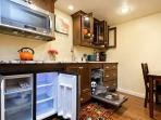 Fully equipped breakfast bar w/ fancy granite countertop, all appliances for cooking, entertaining