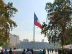Vista del palacio la moneda desde el paseo presidente bulnes a 1 cuadra del edificio