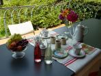 le petit déjeuner et les confitures maison