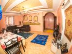 Large appartment, full of light, with TV, WIFI and 2 balconies. Only 800 meters from the beach.