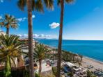 Vistas a la Bahia de Malaga desde la piscina.