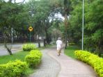 Pista de caminhada e ciclovia ao longo do Canal de Marapendi