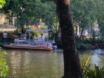 Balsa no Canal de Marapendi que faz travessia para praia