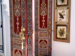 Détails de la décoration arabo-andalous - Portes de l'Hôtel Mamounia de Marrakech.