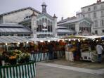 Le marché en centre ville Mercredi et Samedi sont les meilleurs jours. Market days are Wed & Satur