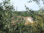 Il Cottage visto dal centro storico di Sant'Angelo in Colle