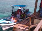 Parte de nuestros huéspedes disfrutando de un viaje en nuestro bote El Pulpito.