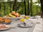 un petit déjeuner sous les chênes ?