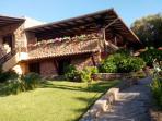 Casa singola vista mare con giardino e posto auto privato.
