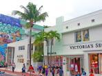 Victoria's Secret, Aldo, Kenneth Cole w 1 block