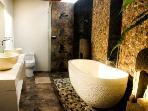 BATHROOM 2 WITH LARGE STONE BATH