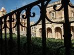 L'appartamento offre una vista incomparabile sulla Cattedrale di San Nicolò e su Palazzo Ducezio