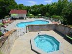 Appleview River Resort Outdoor Pool and Hot Tub