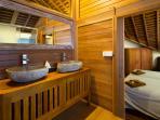 Shared bathroom with double-sink + shower / Upper floor