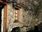 Cottage La Cabane Entrance and garden