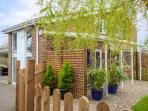 END RETREAT, romantic, secluded garden, WiFi, close to Wroxham, Ref 932863