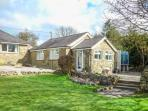LITTLE ROSE COTTAGE, cosy cottage with WiFi, patio, woodburner, High Birstwith n