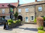1 COUNTRYMAN INN COTTAGES, stone-built, woodburner, parking, patio, in Hunton