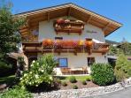 Gepflegtes Ferienhaus mit 2 Appartements in wunderbarer Landschaft in Seenähe mit Panoramablick