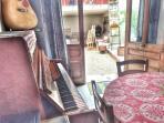 Piano et guitare à disposition