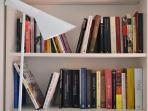 Detalle de la librería del cuarto de estar