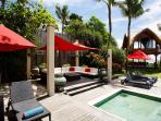 Villa Maridadi - Entertain by the pool
