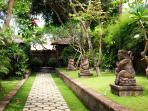 Villa Maridadi - Walkway through paradise