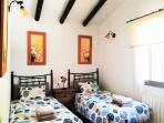 De tweede slaapkamer met 2 éénpersoonsbedden