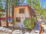 Even though this cabin is in a peaceful, secluded setting, it's within walking distance of Big Bear Lake!