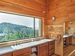 Even admire magnificent lake and mountain views from the bathroom!