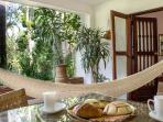 Terraza con hamaca/ Terrace with hammock