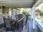 Covered Porch  w/Natural Gas Grill
