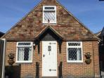 Delightful detached cottage 800 yds from beach. Modern amenities. Self catering comfort!
