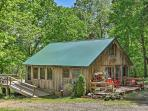 Welcome to this rustic Missouri vacation rental cabin!