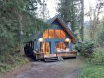 53MBR Cozy Mt. Baker Cabin with a Hot Tub and WiFi