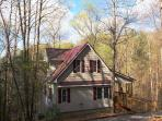 Cottage Set In A Wooded Setting with WiFi and Mountain Views!