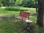 Sitting in the yard just a swingen!