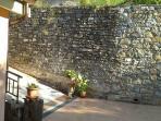 Muro con inizio vialetto